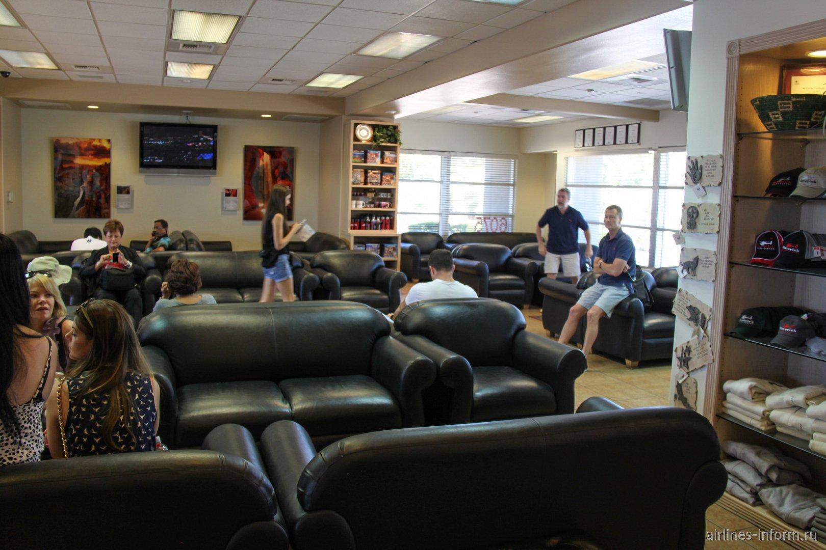 В пассажирском терминале компании Maverick в аэропорту Лас-Вегас