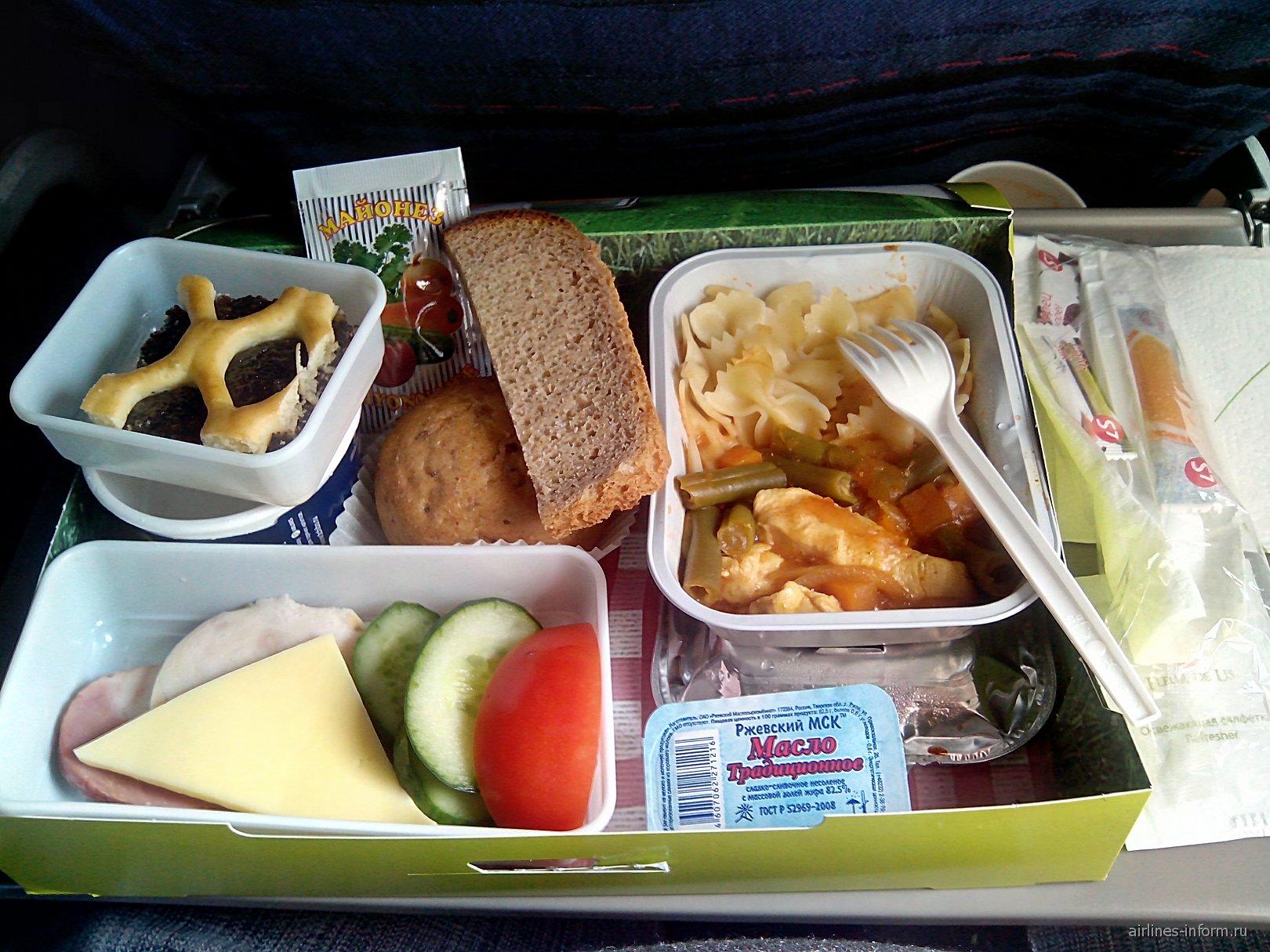 Питание на рейсе авиакомпании Сибирь Омск-Москва