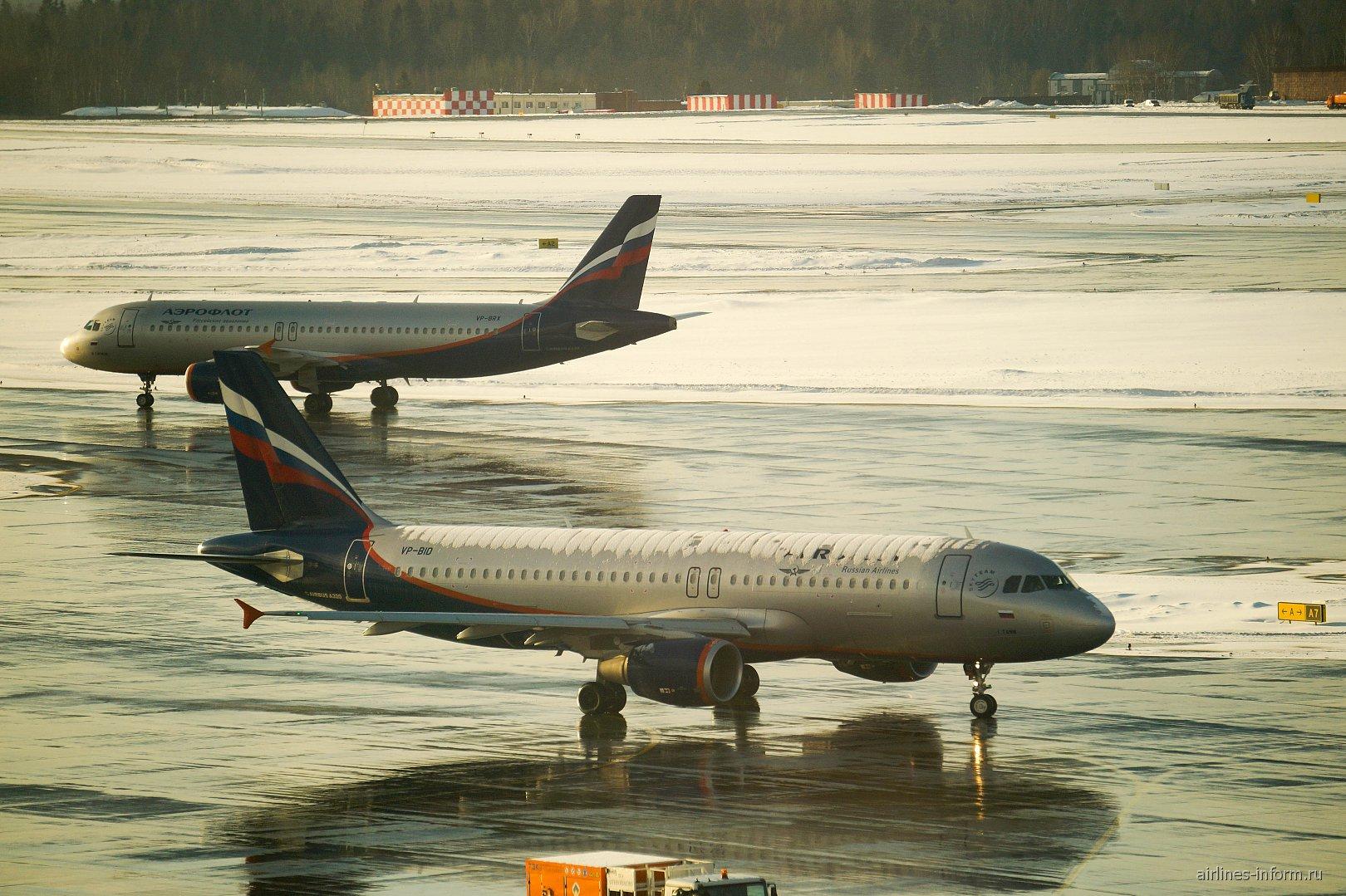 Самолеты Airbus A320 Аэрофлота в аэропорту Шереметьево