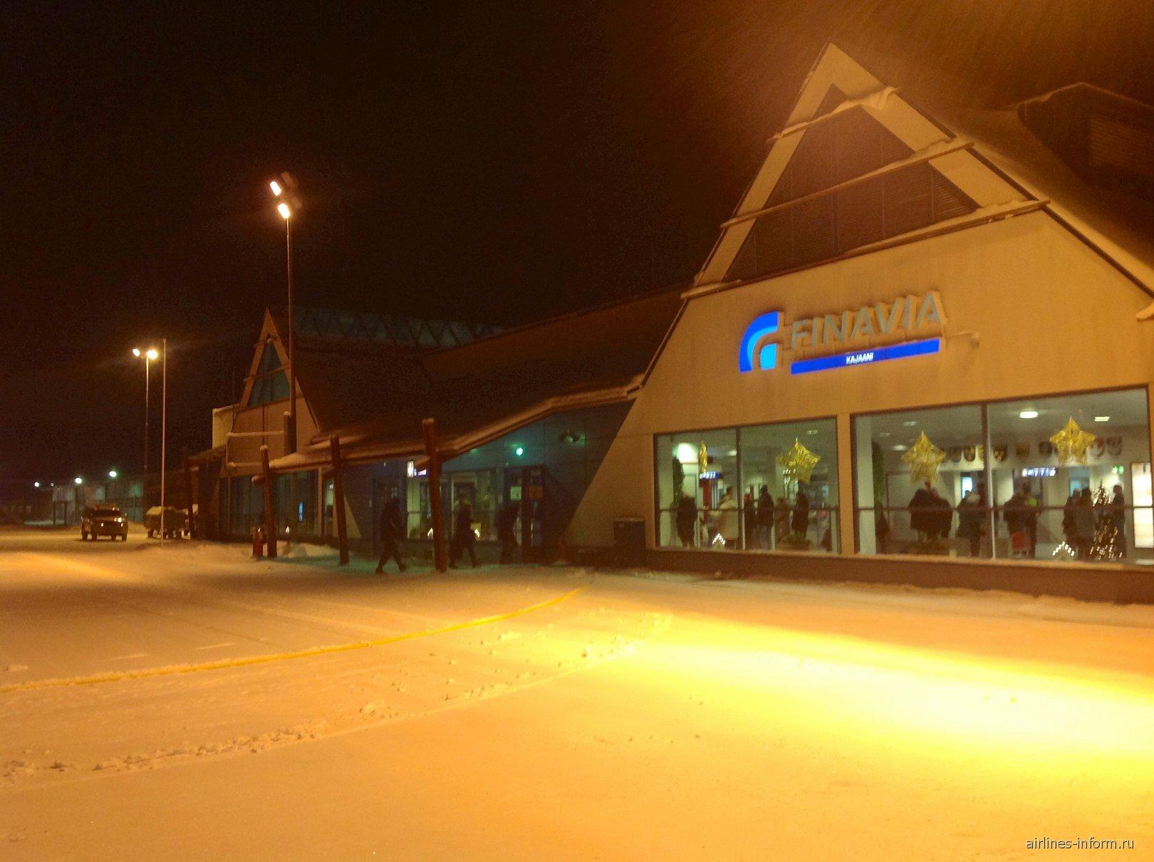 Пассажирский терминал аэропорта Каяни со стороны перрона