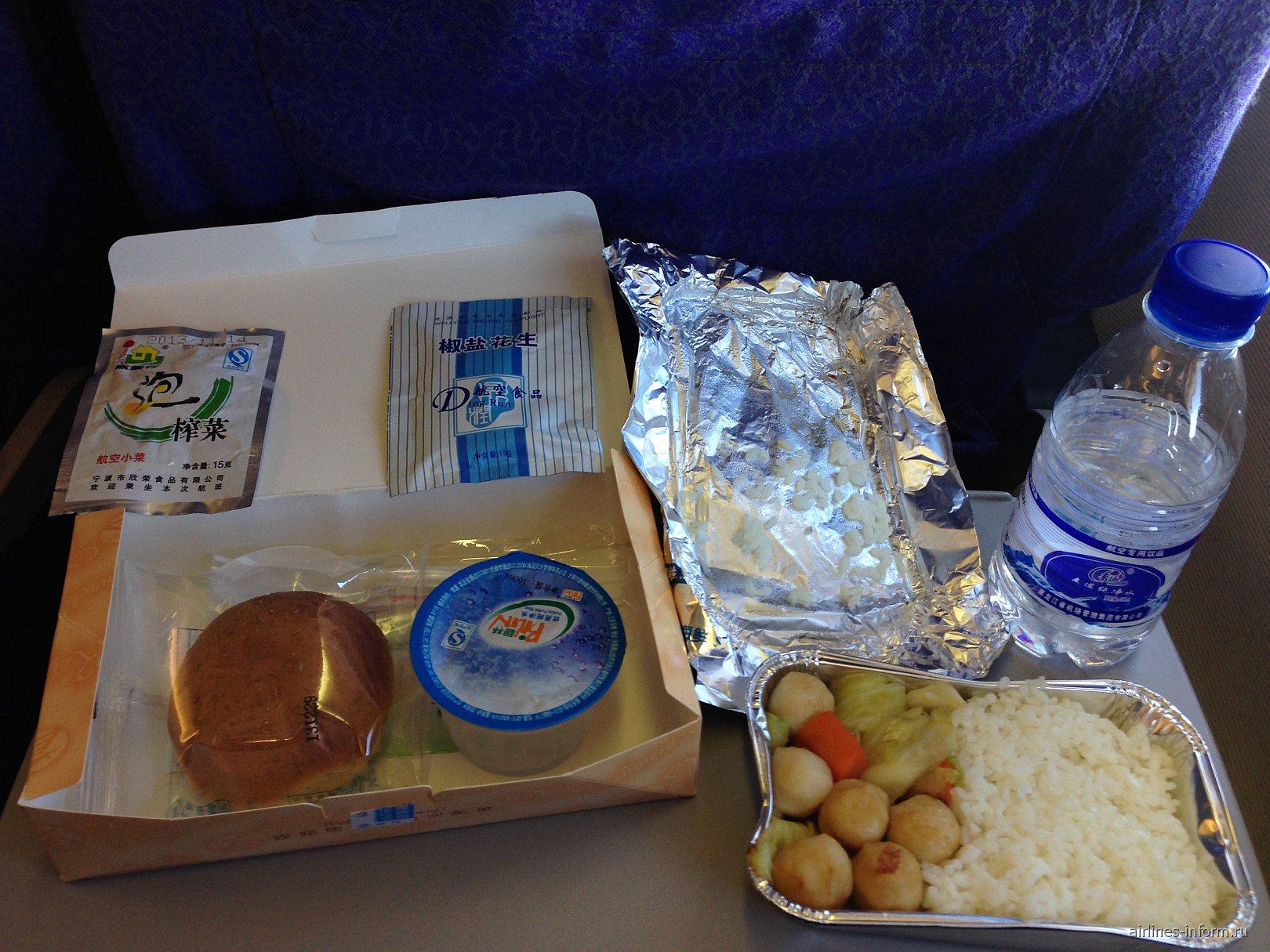 Питание на рейсе Харбин-Шанхай авиакомпании Shanghai Airlines