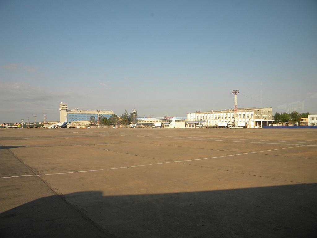 Вид с перрона на аэропорт Хабаровск Новый