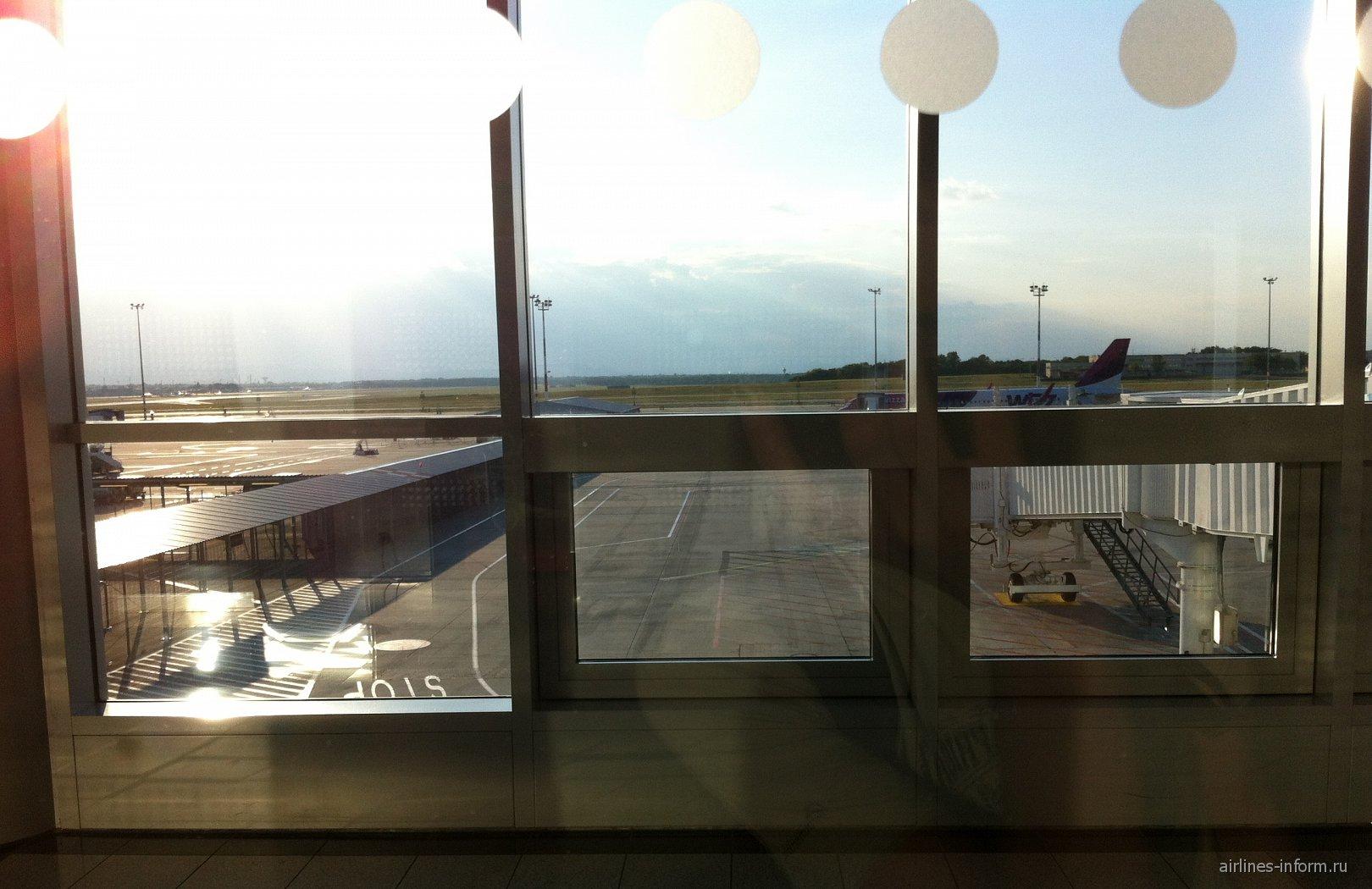 Перрон аэропорта