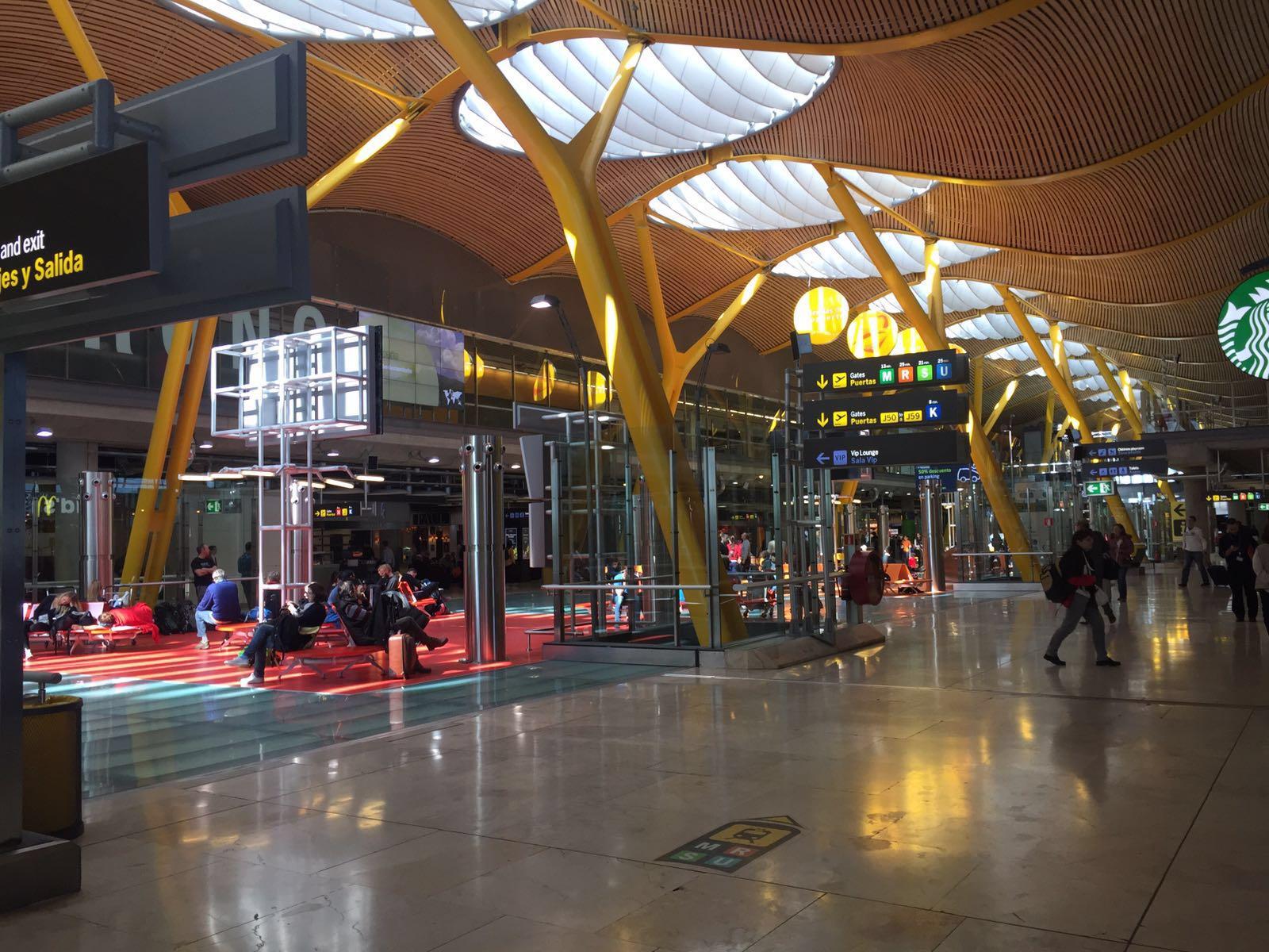 В терминале 4 аэропорта Мадрид Барахас