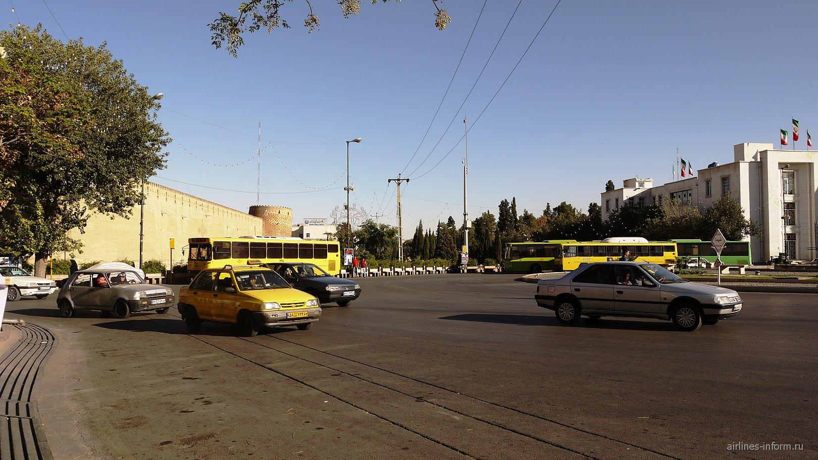 Одна из центральных площадей Шираза