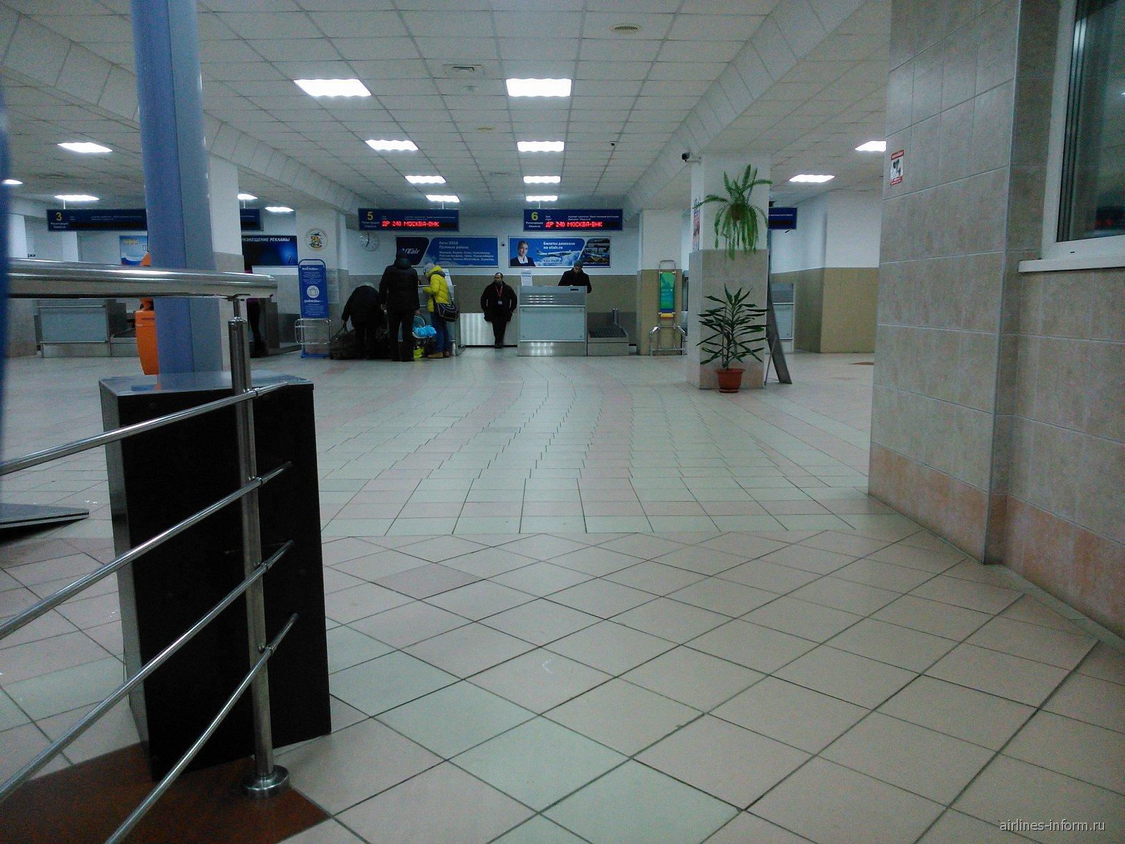 Стойки регистрации в аэропорту Нижневартовск