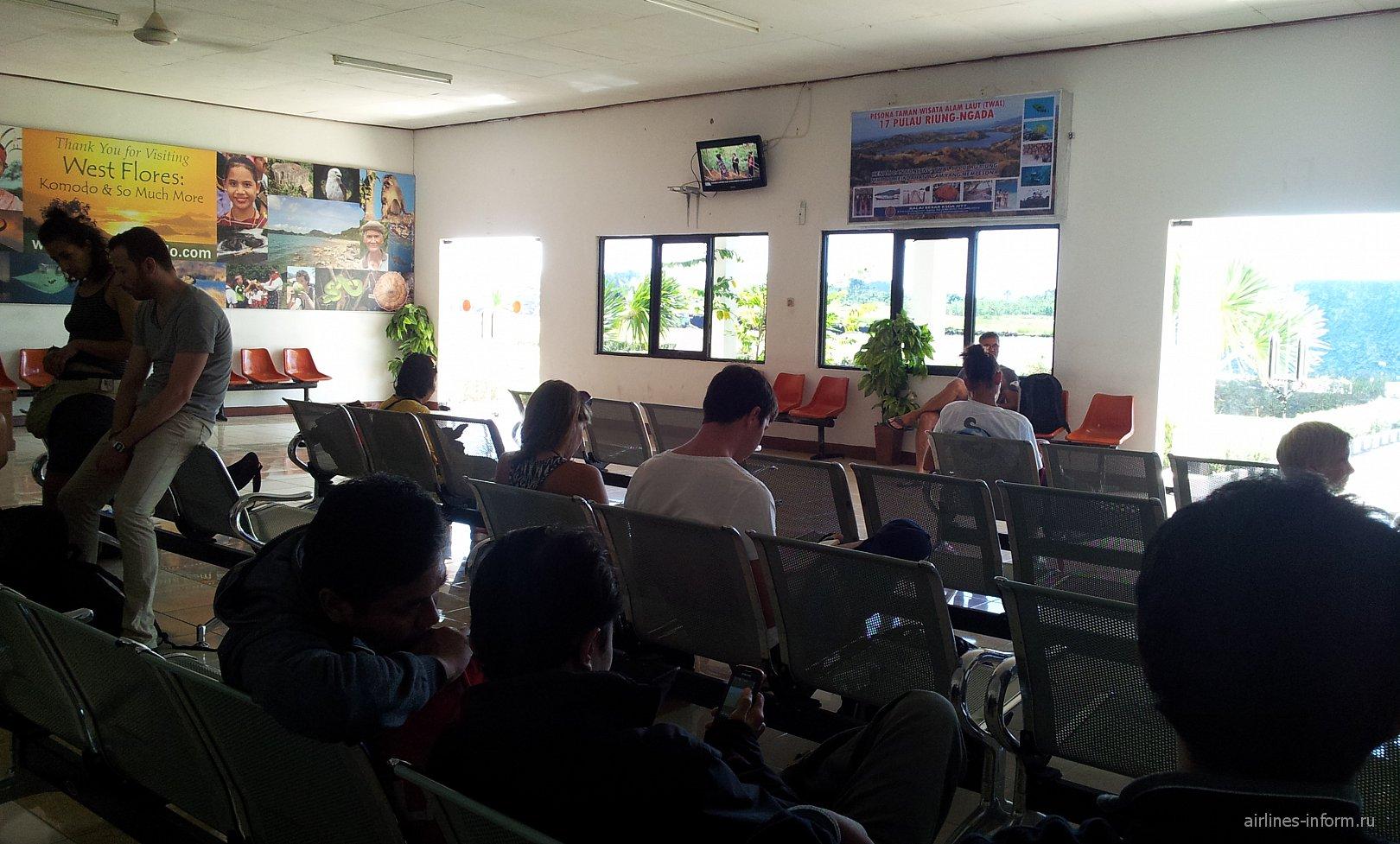 Зал ожидания в аэропорту Комодо Лабуан-Баджо