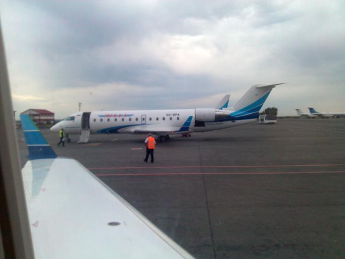 Самолет CRJ200 авиакомпании Ямал в аэропорту Уфа