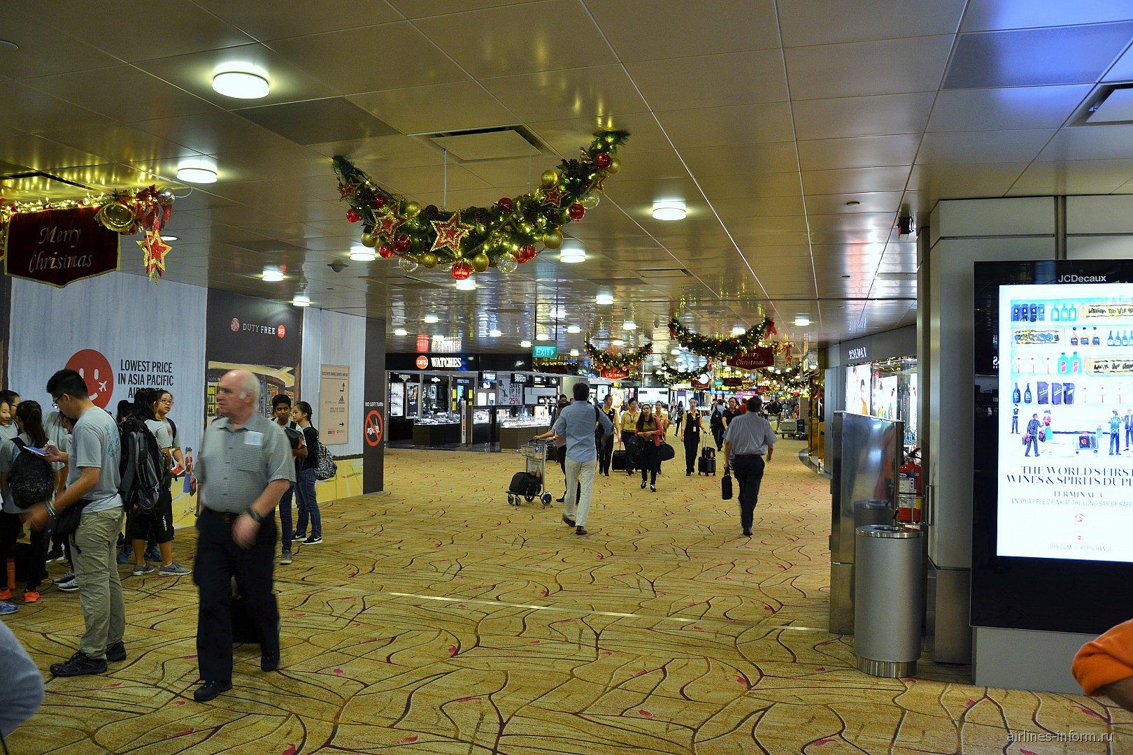 Галерея Дьюти-фри в терминале 2 аэропорта Сингапура