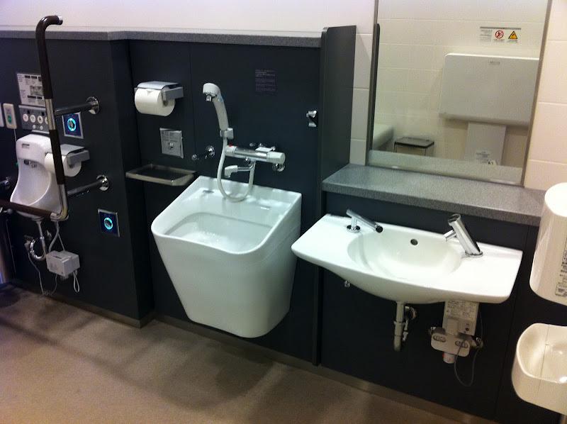 Туалет в аэропорту Токио Ханеда