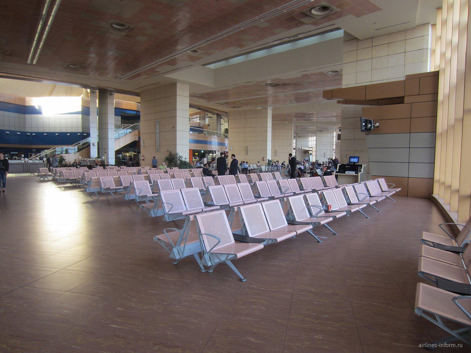 Зал ожидания в терминале 1 аэропорта Шарм-Эль-Шейх