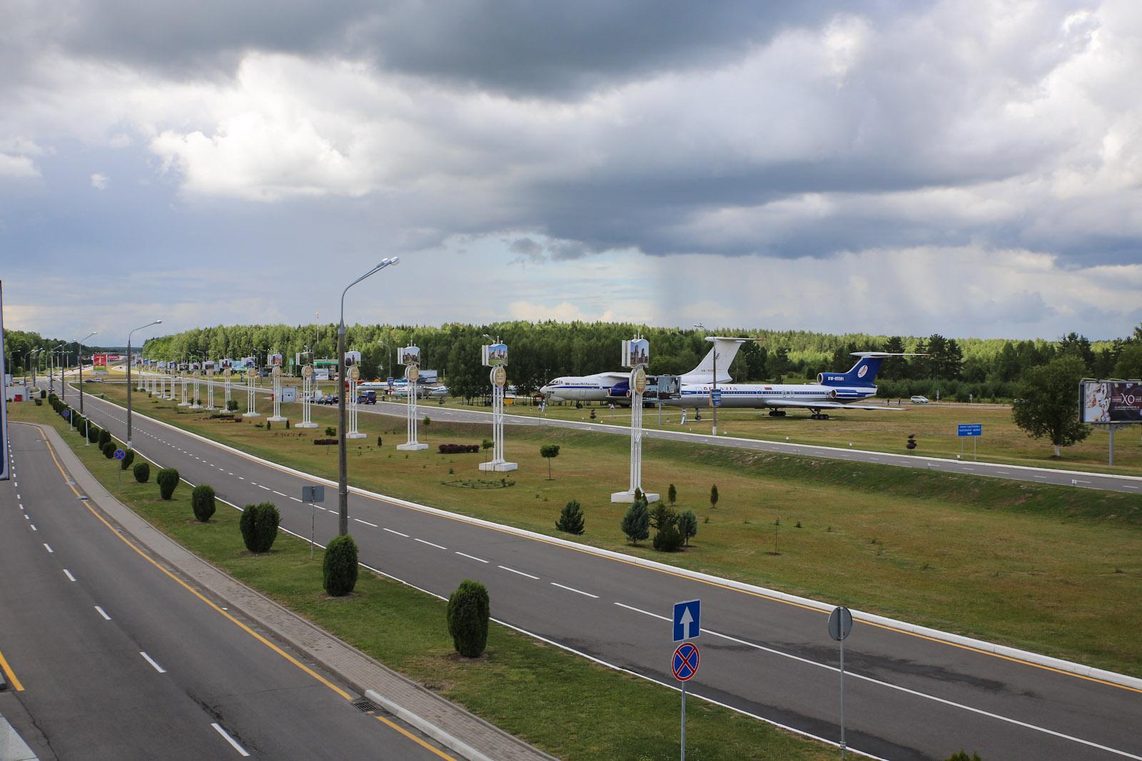 Стоянка-музей самолетов в аэропорту Минска