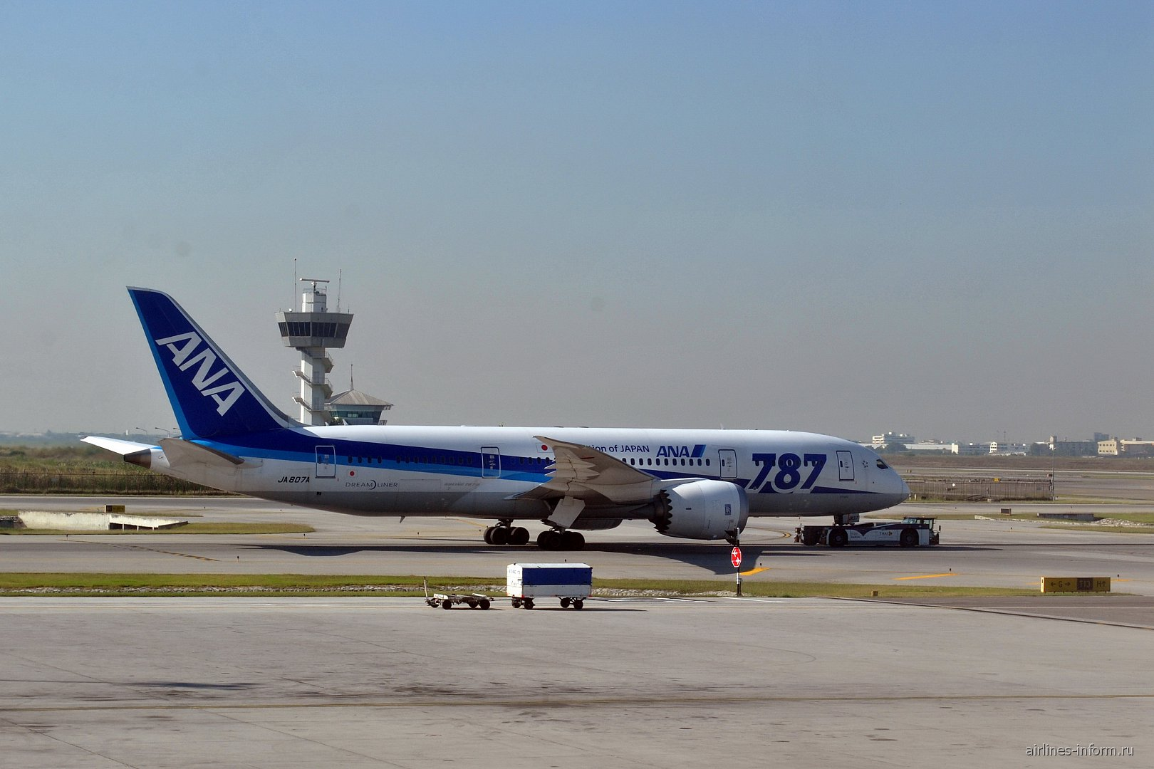Боинг-787-8 авиакомпании ANA в аэропорту Бангкок Суварнабуми