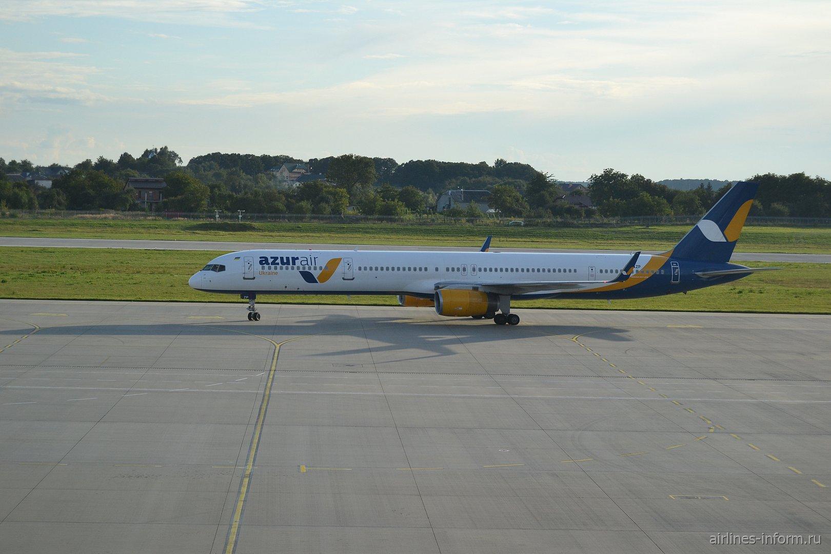 Последние дни лета. Львов (LWO) - Анталья (AYT) B753 Azur Air Ukraine.