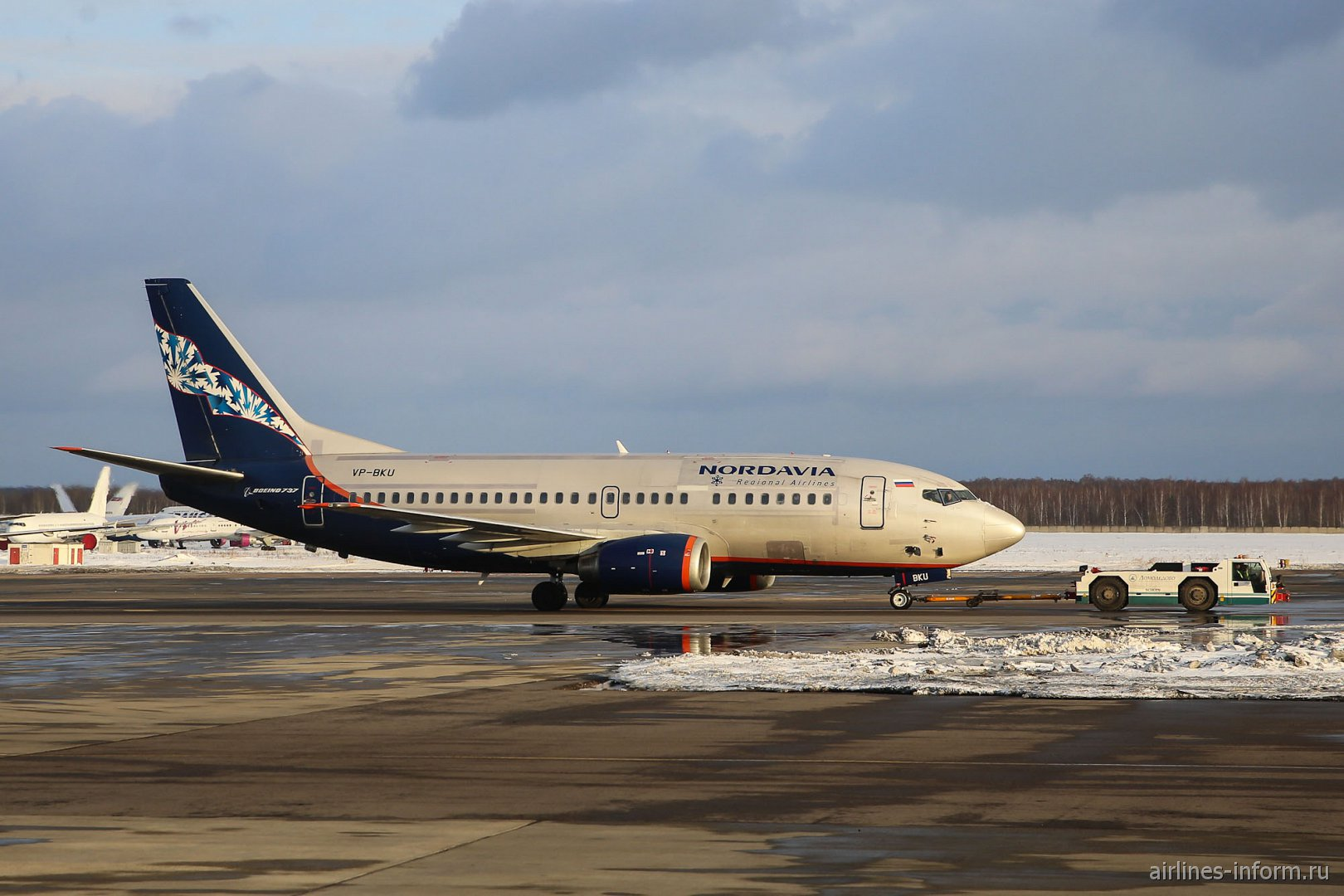 "Боинг-737-500 VP-BKU авиакомпании ""Нордавиа"" в аэропорту Домодедово"