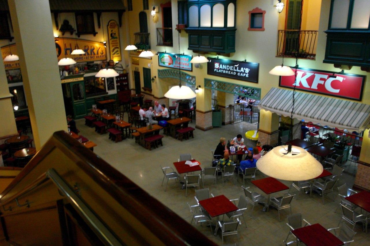 Кафе на цокольном этаже аэропорта Мальта
