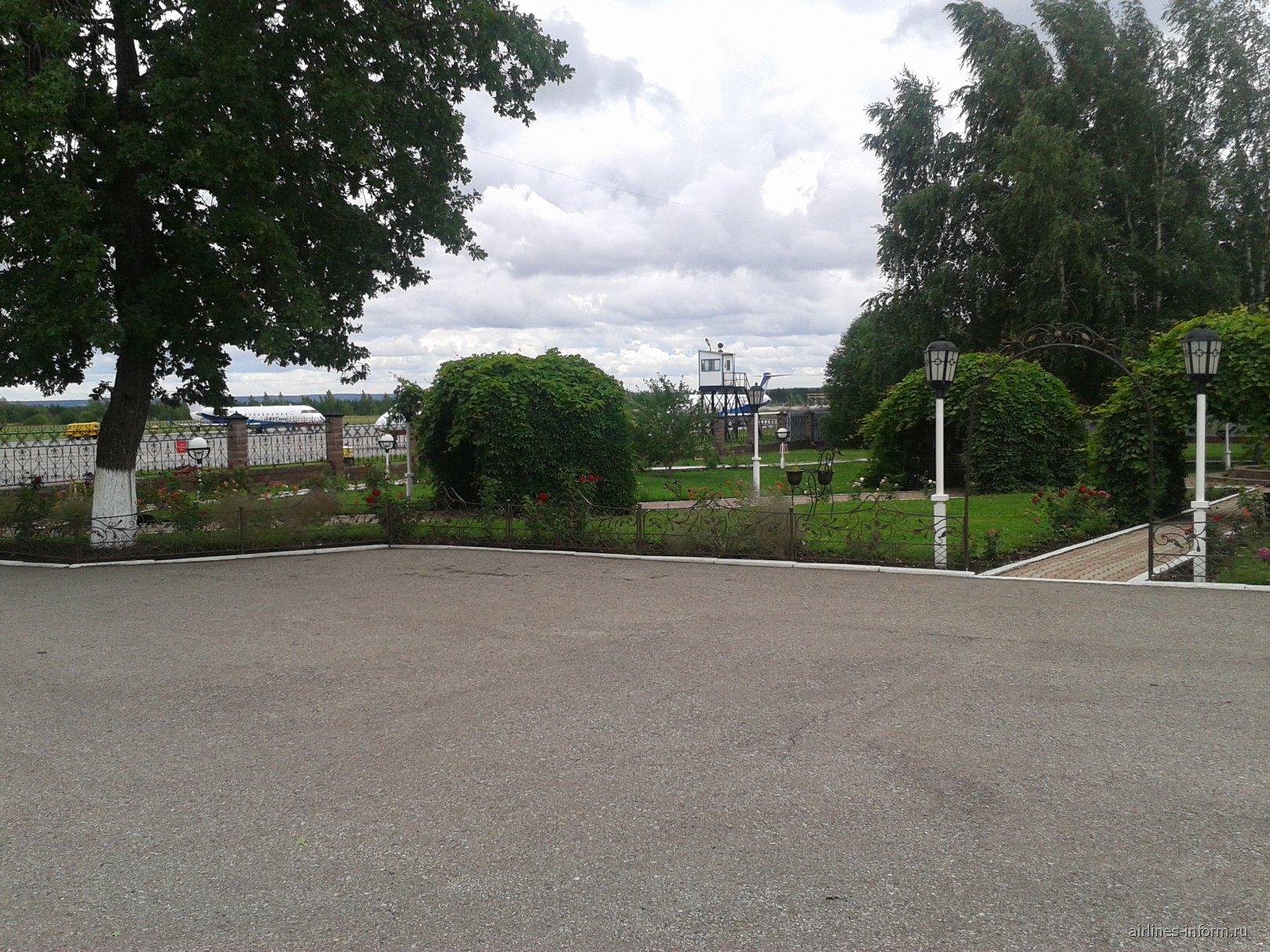 Сквер в аэропорту Бугульма