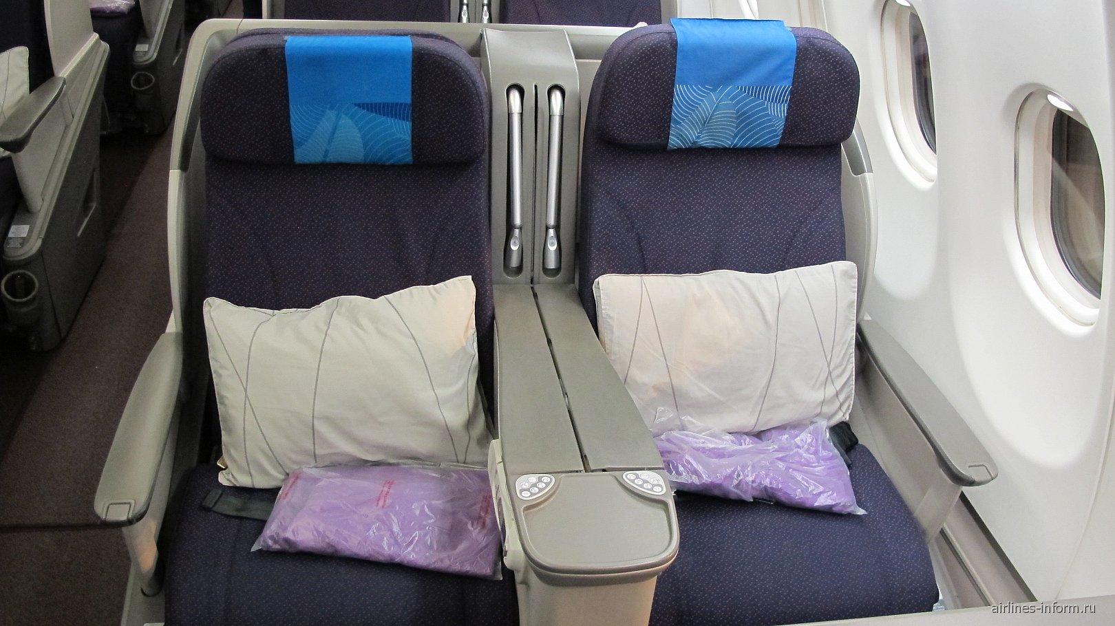 Кресла-коконы бизнес-класс в самолете Airbus A330-300 Малайзийских авиалиний
