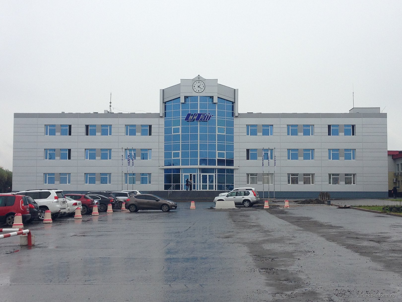 "Офис авиакомпании ""ЮТэйр"" в аэропорту Тюмень Рощино"