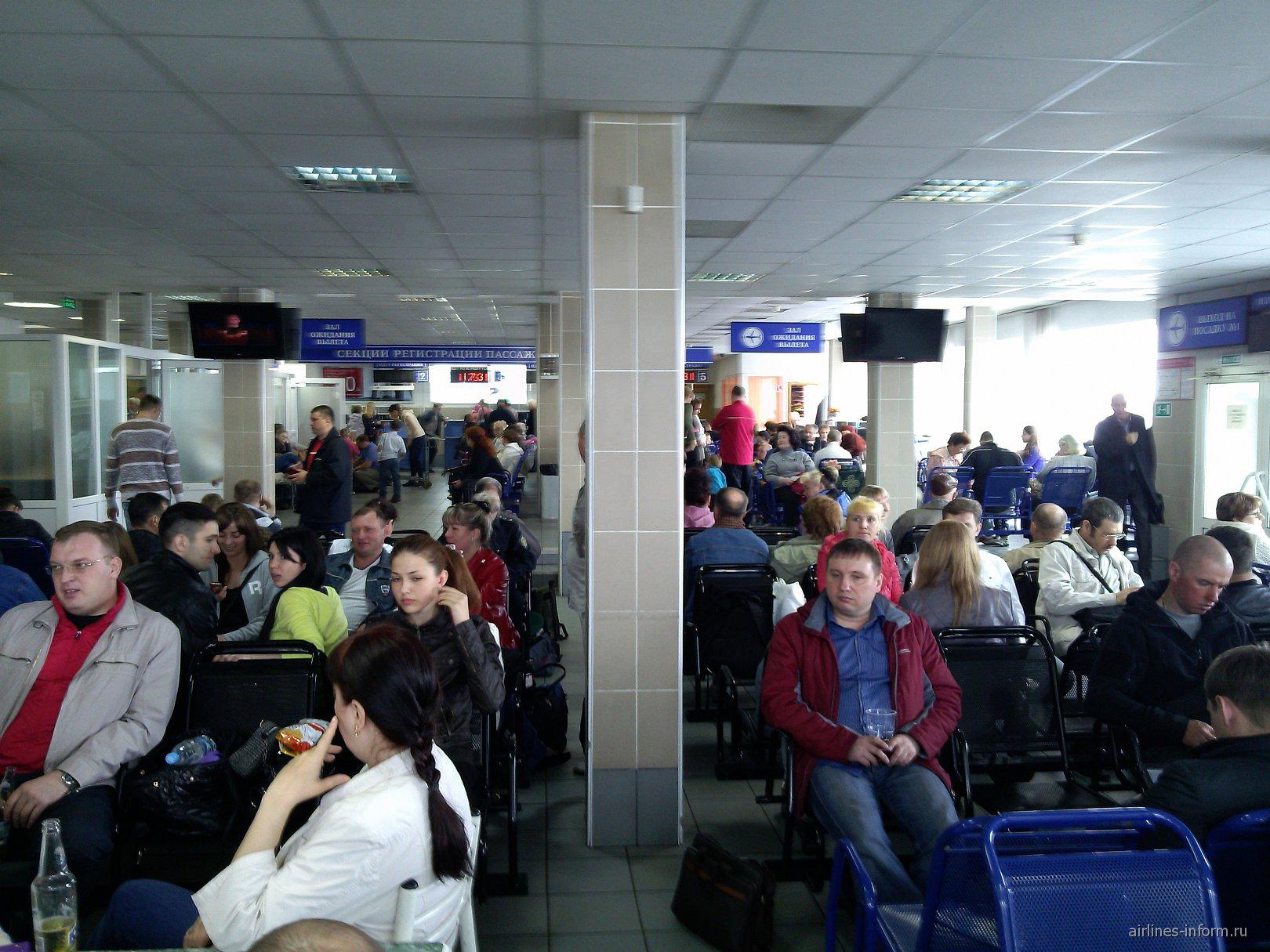 Зал ожидания аэропорта Елизово