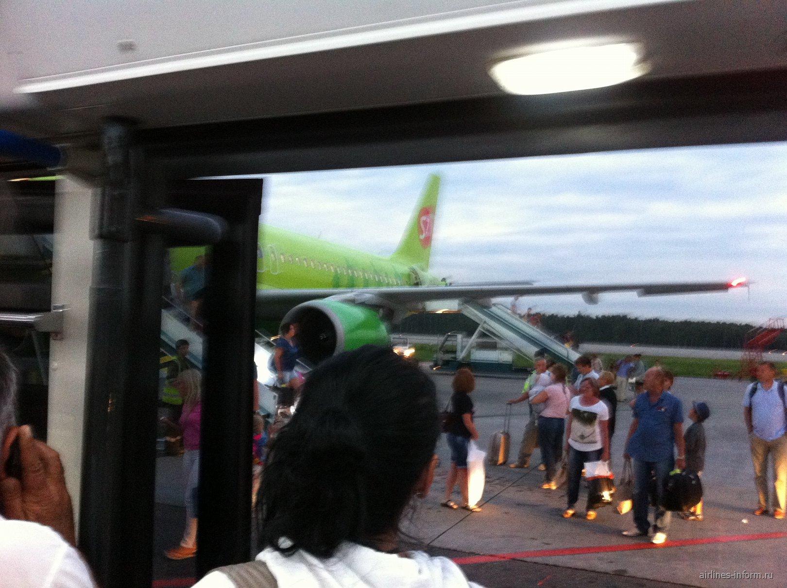 Вид на A320 из автобуса