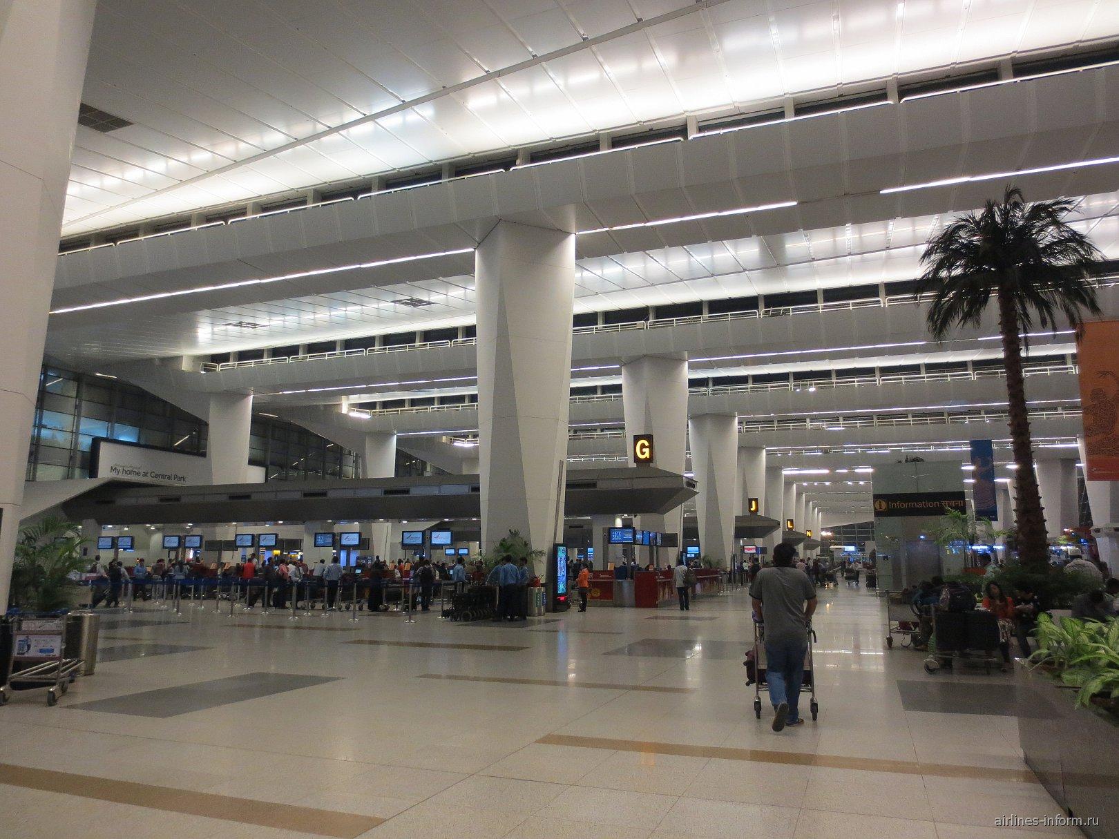 Зона регистрации в аэропорту Дели имени Индиры Ганди