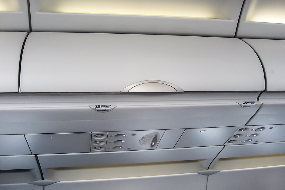 Багажные полки в самолете Airbus A321