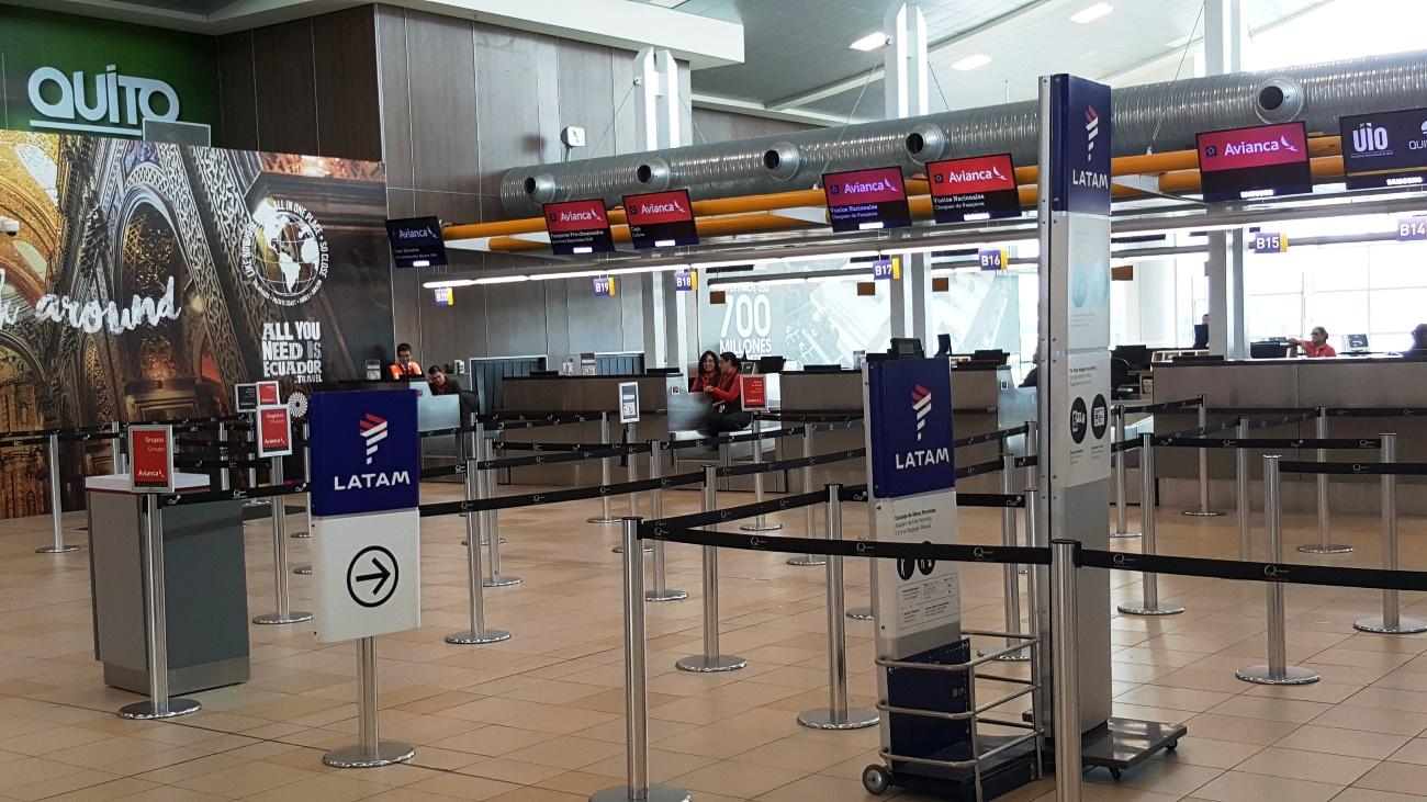 Стойки регистрации в аэропорту Кито Марискаль Сукре
