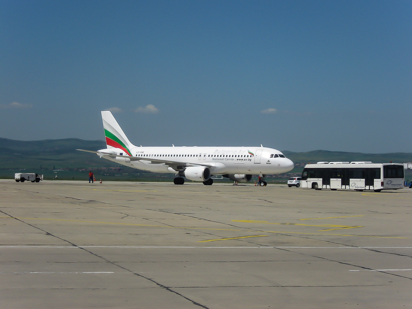 Самолет Airbus A320 Bulgaria Air в аэропорту Бургас