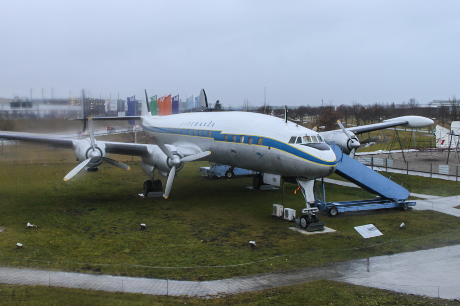 Самолет Lockheed L-1049G Super Constellation в аэропорту Мюнхен