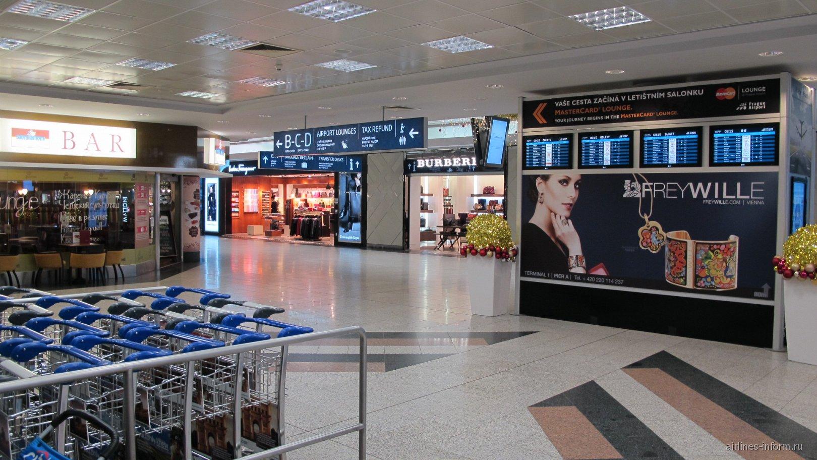 В чистой зоне терминала 1 аэропорта Прага