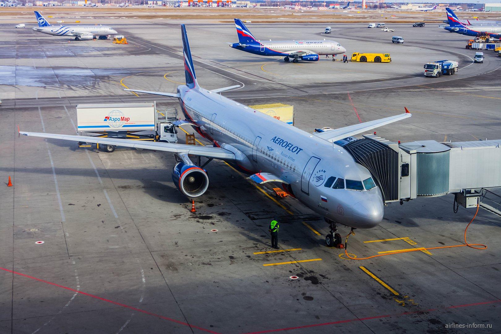 "Airbus А321 Аэрофлота VQ-BHM ""Н. Вавилов"" в аэропорту Шереметьево"