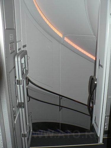 Лестница на второй этаж в самолете Airbus A380