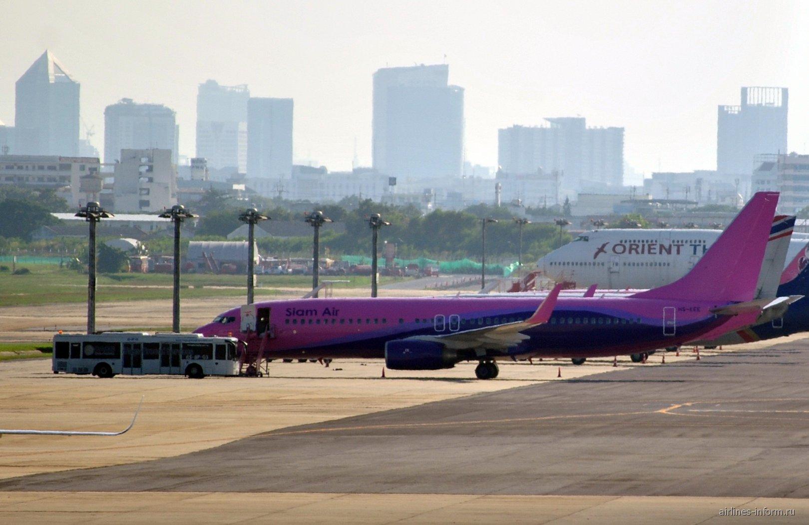 Боинг-737-800 авиакомпании Siam Air в аэропорту Бангкок Дон Муанг