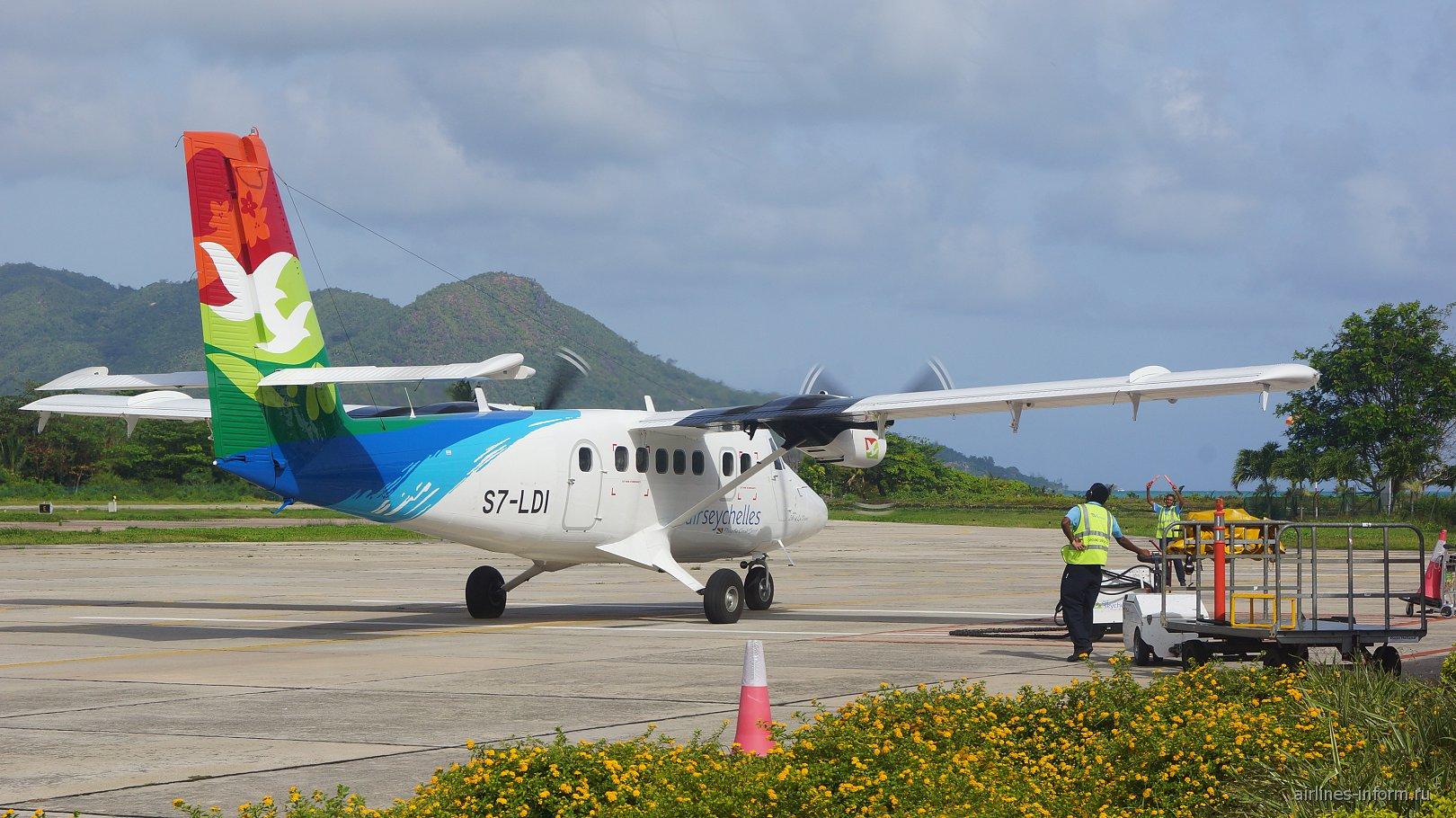 Самолет DHC-6 авиакомпании Air Seychelles в аэропорту Праслен