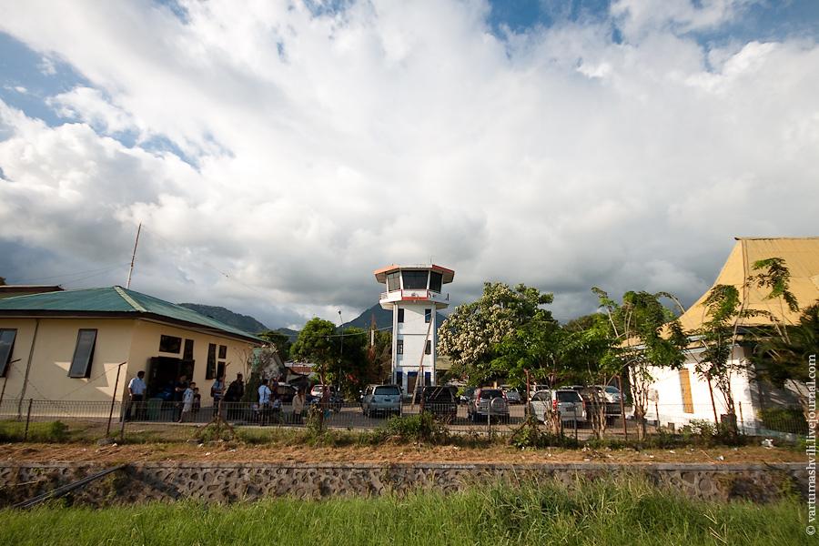 Башня управления полетами в аэропорту Энде
