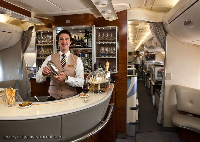 Бар бизнес-класса Airbus A380 Emirates