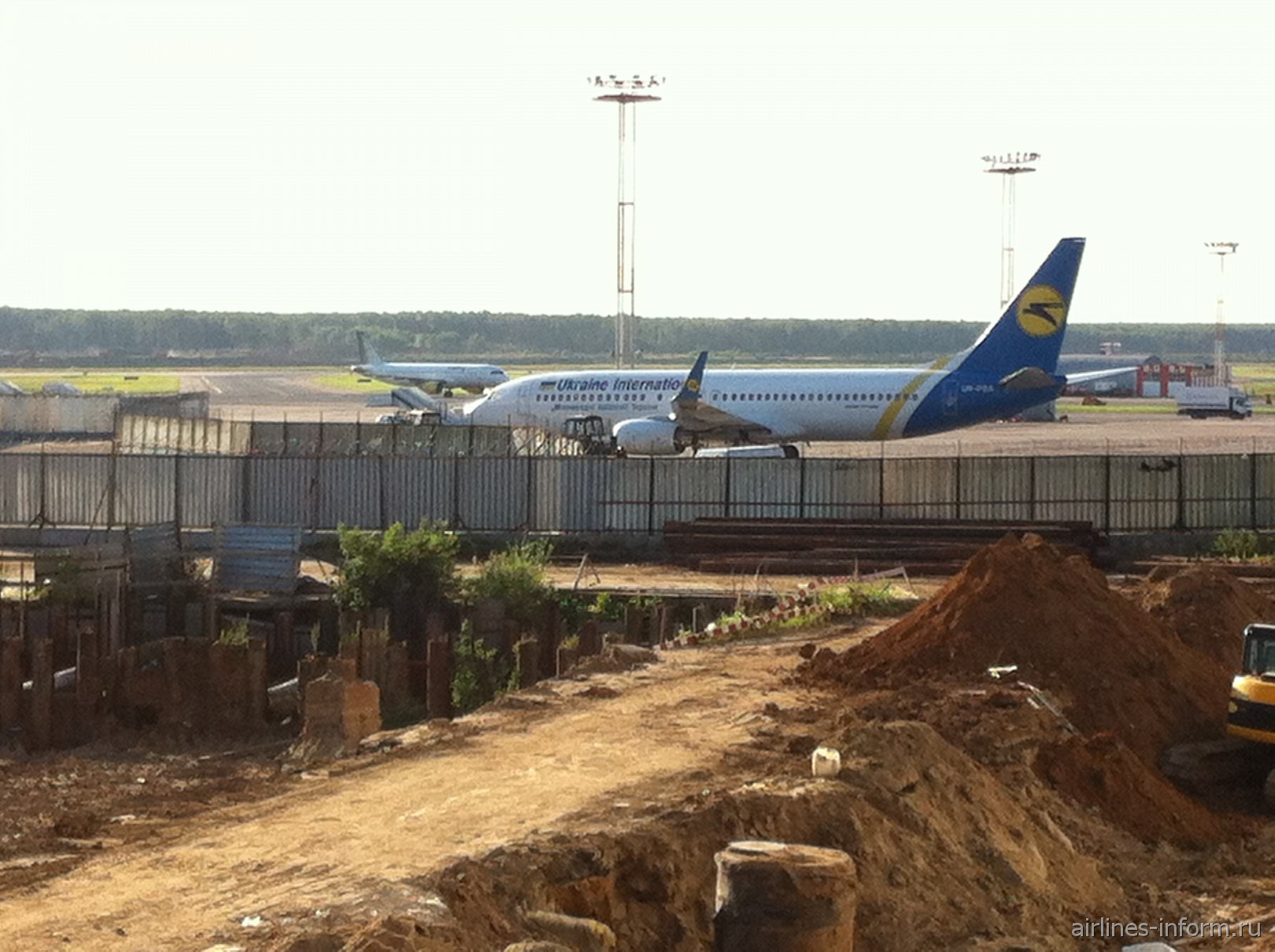 B738 UIA и A320 Vueling