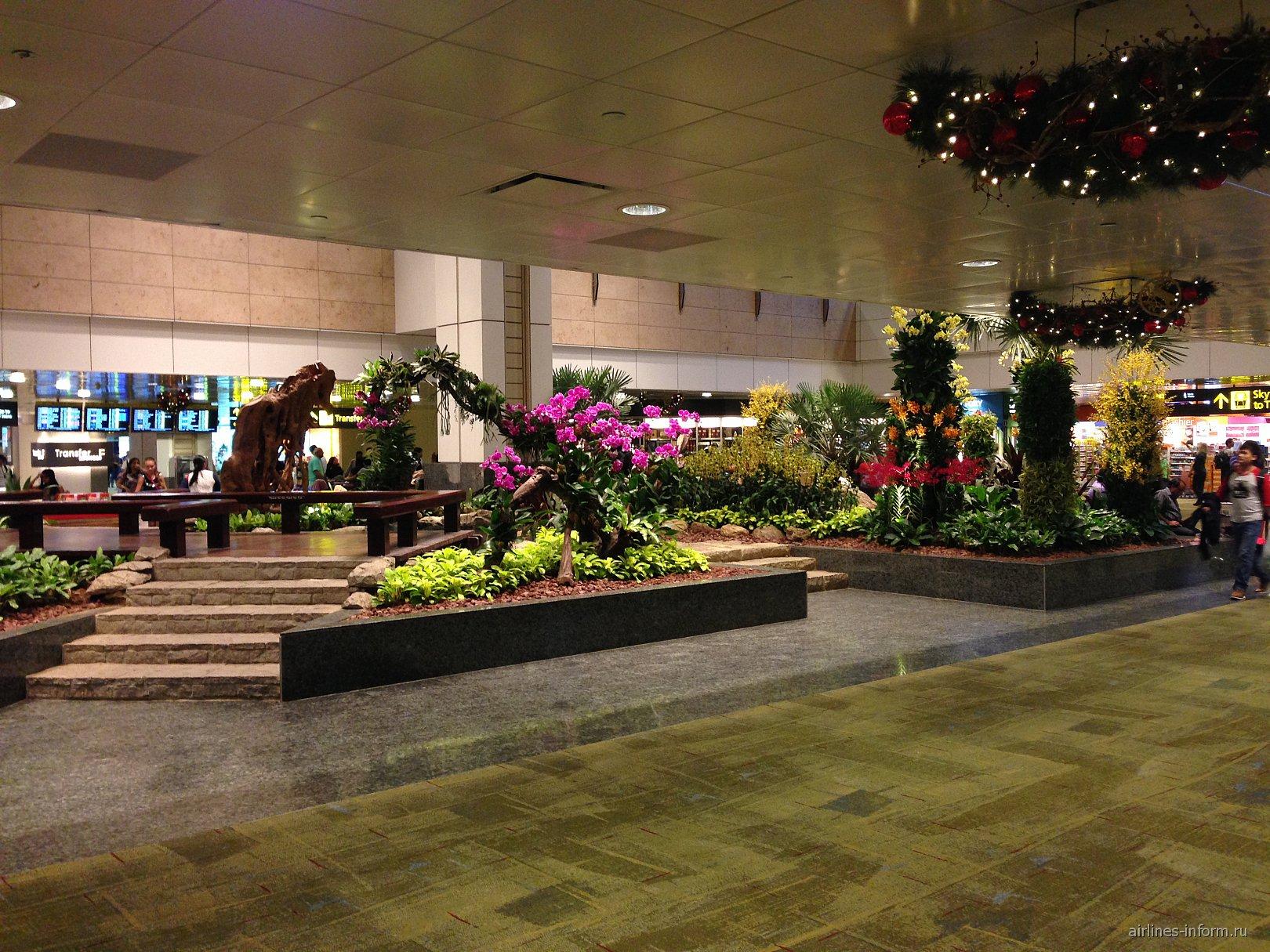 В чистой зоне терминала 2 аэропорта Сингапур Чанги