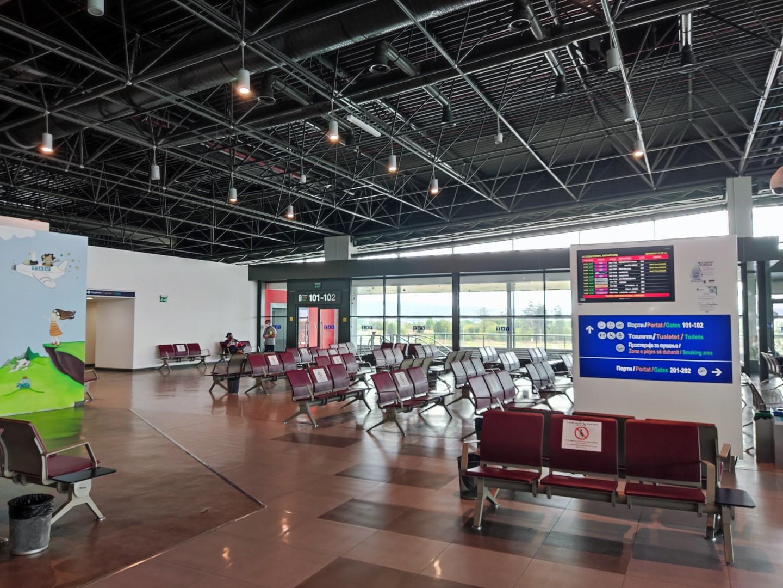 Зона ожидания посадки в чистой зоне аэропорта Скопье