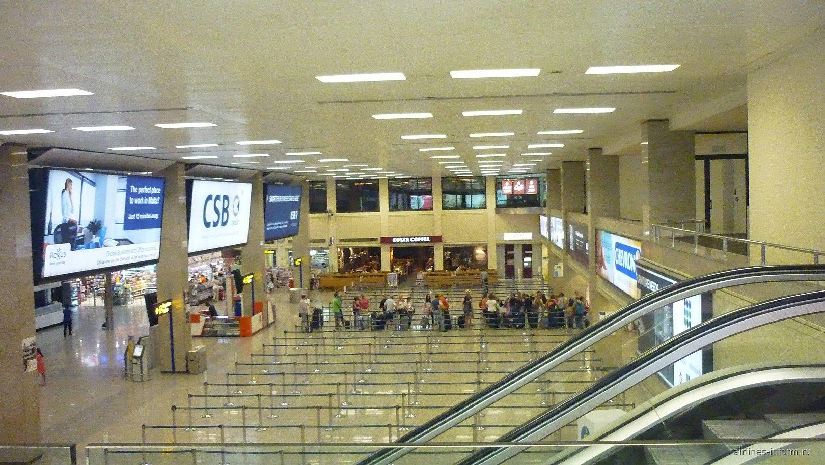В аэровокзале аэропорта Мальта