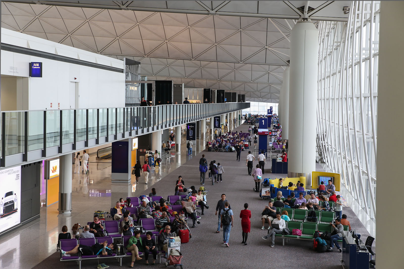 Выходы на посадку в терминале 1 аэропорта Гонконг
