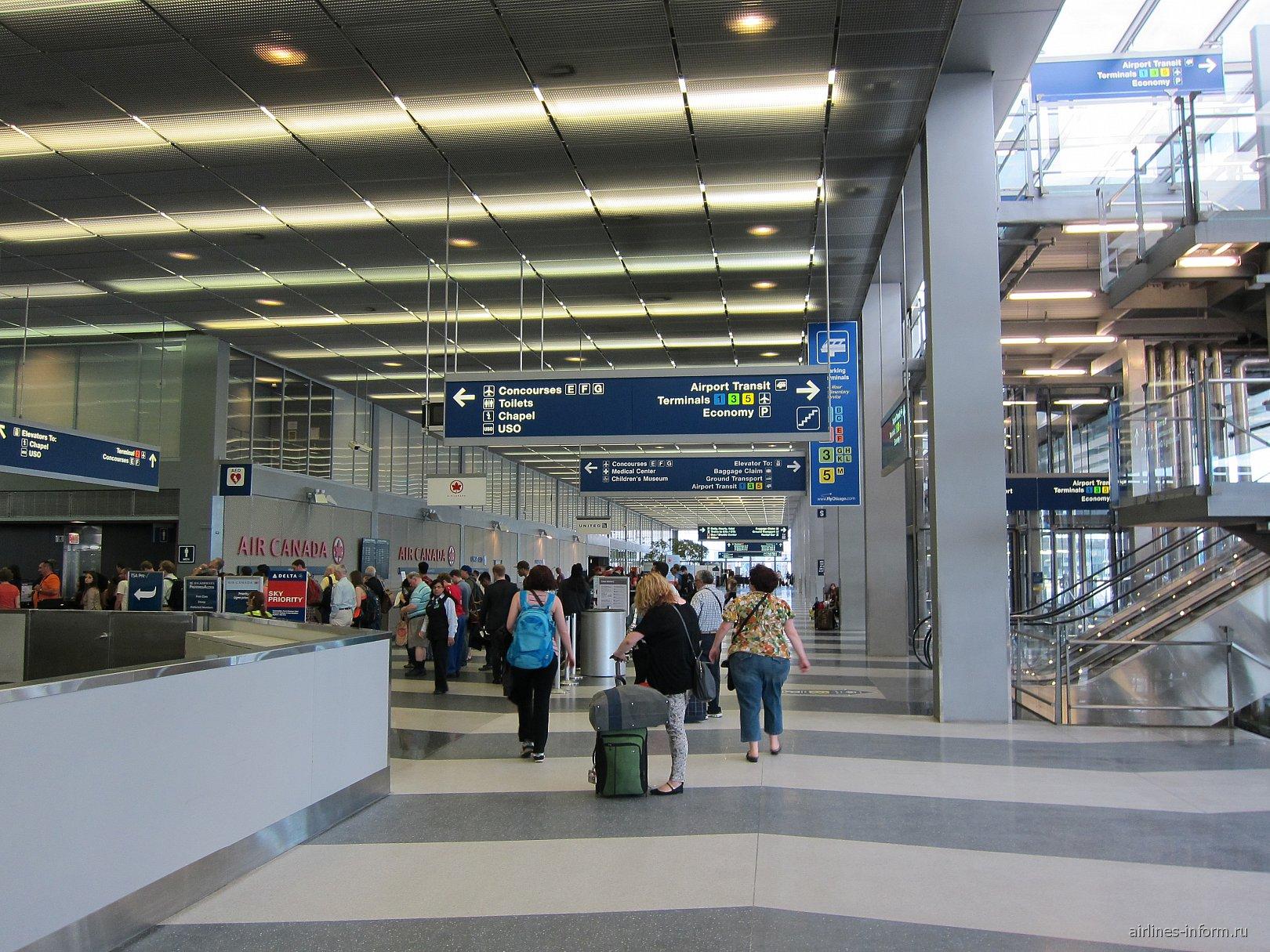 В терминале 2 аэропорта Чикаго О'Хара