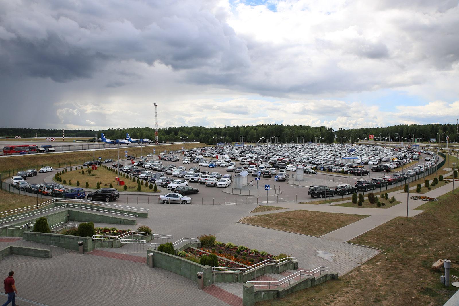 Автомобильная парковка в аэропорту Минска