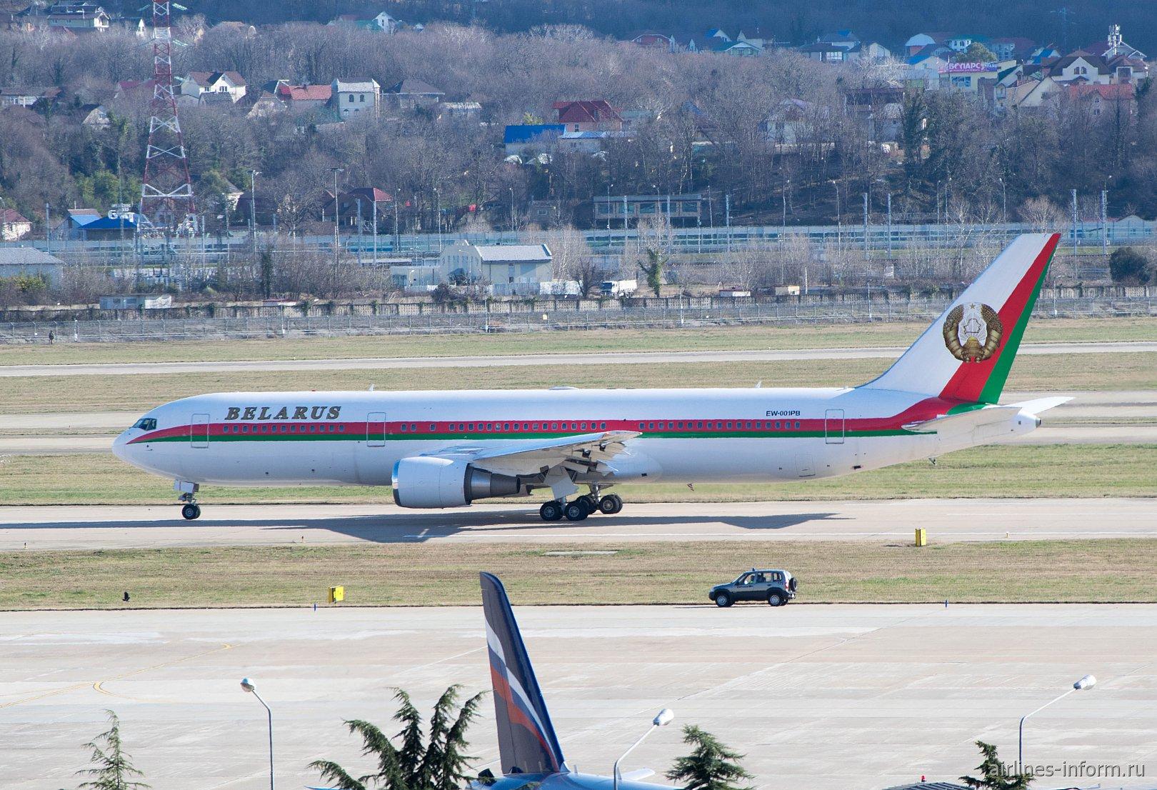 Самолет Боинг-767-300 Президента Республики Беларусь в аэропорту Сочи