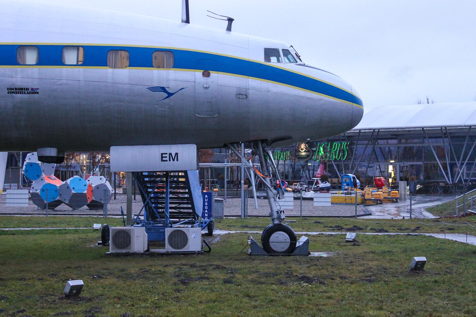 Носовая стойка шасси самолета Lockheed L-1049G Super Constellation