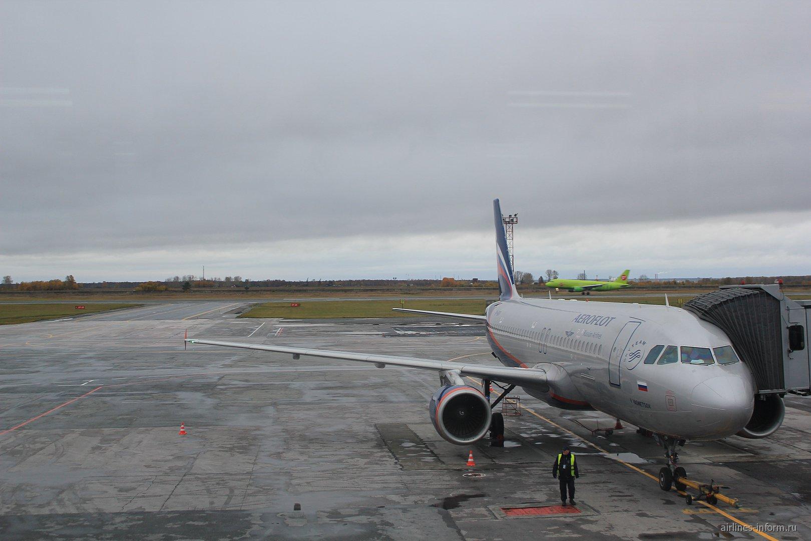 В аэропорту Толмачево