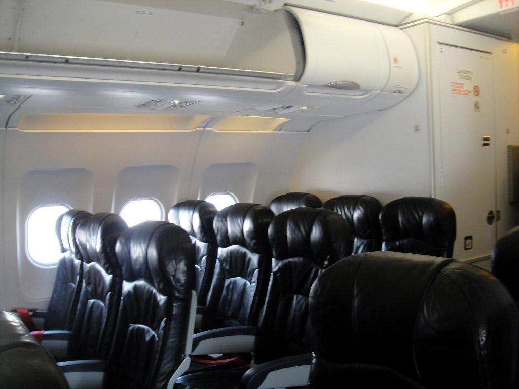 Салон самолета Эрбас А-320 авиакомпании Эр Азия