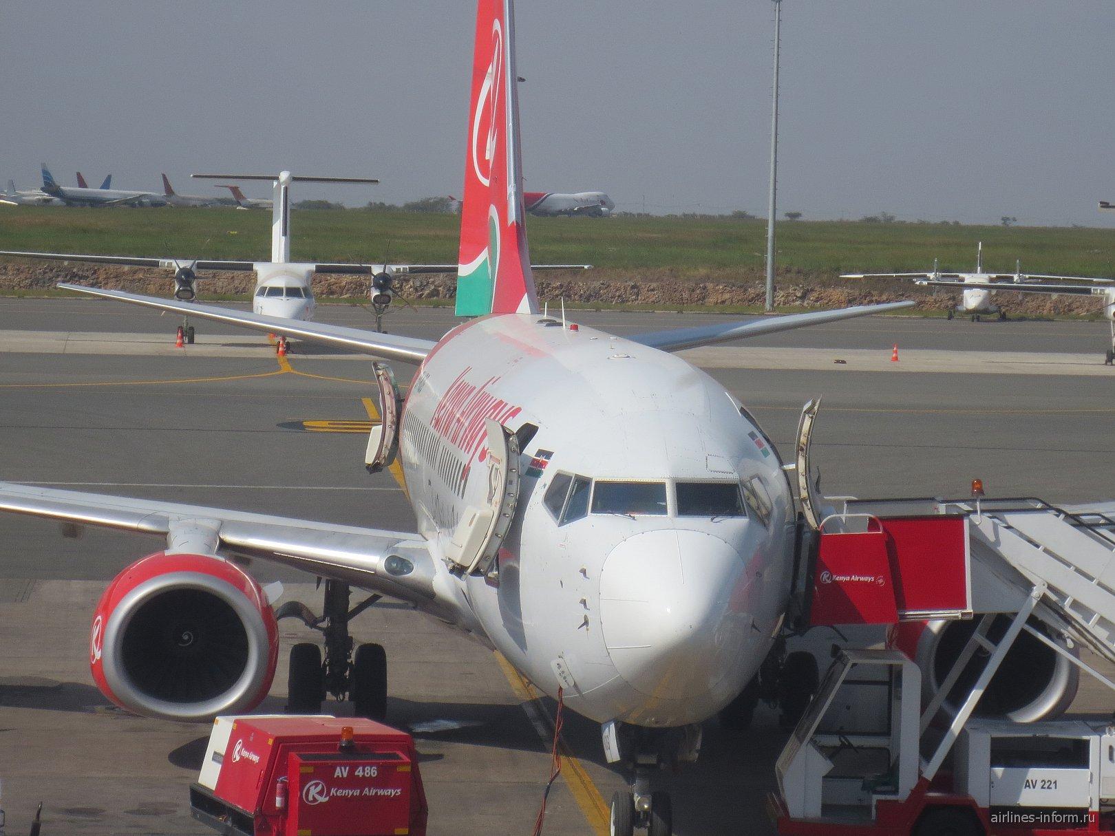 Боинг-737 авиакомпании Kenya Airways в аэропорту Найроби