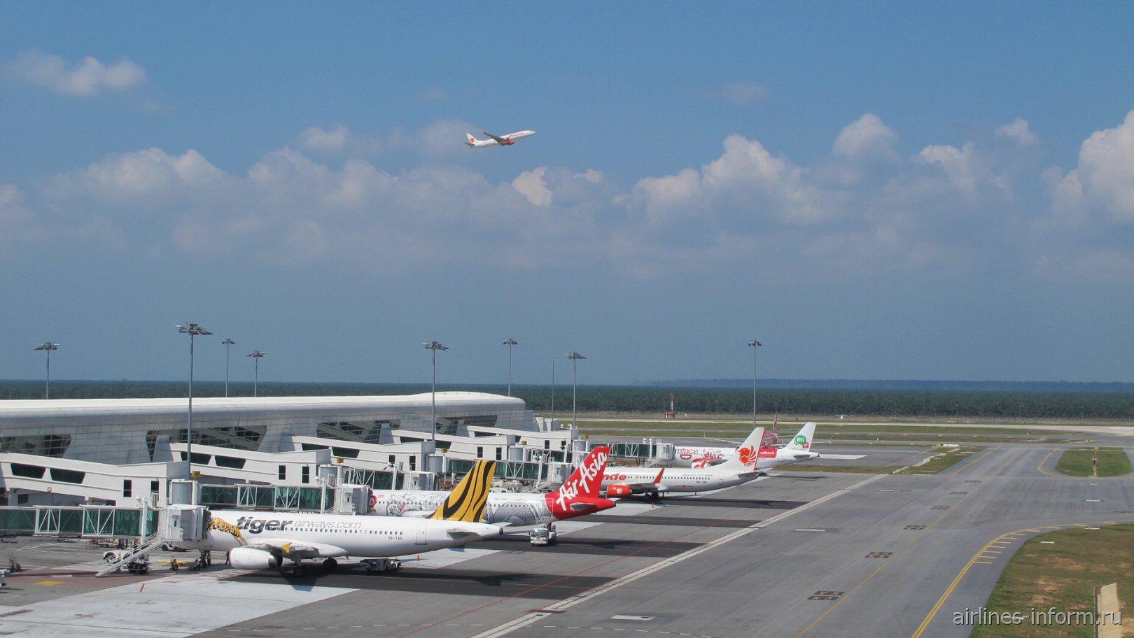 Гейты лоукост-терминала KLIA2 аэропорта Куала-Лумпур